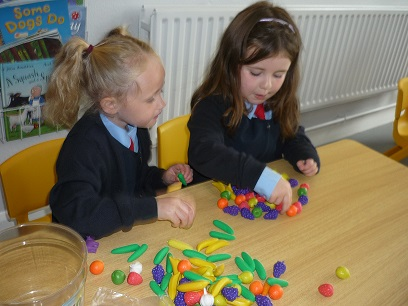 Junior_Infants_hard_at_work_6.jpg